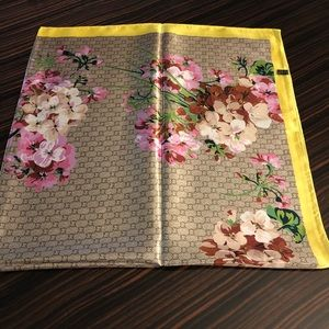 Accessories - Brand new scarf